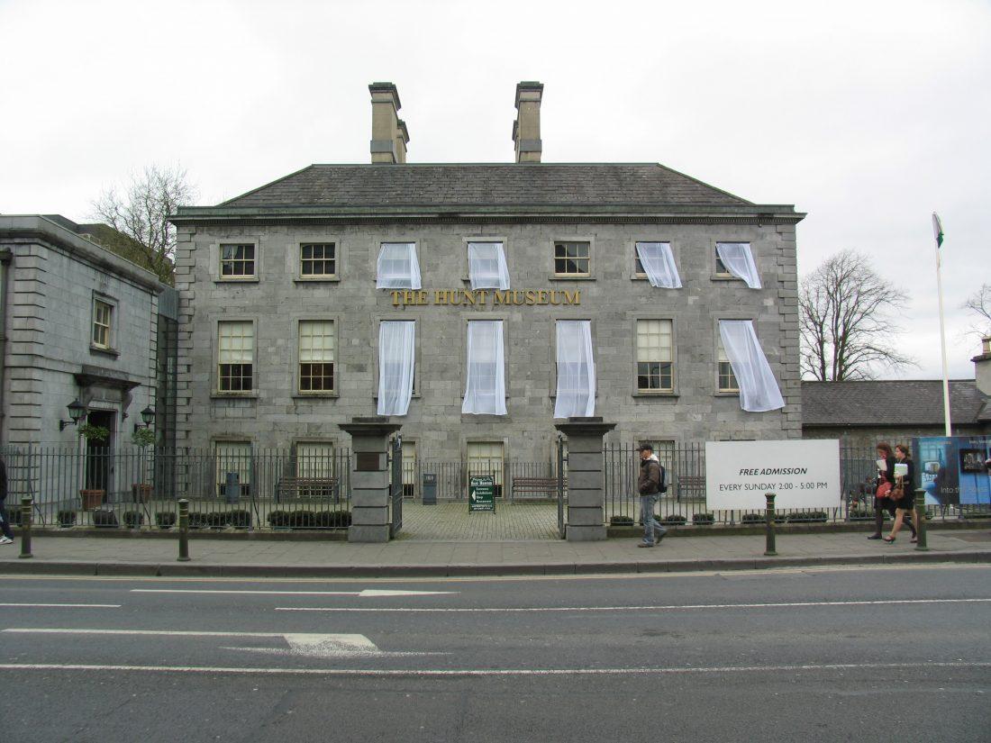 Curtain House